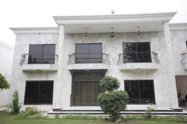 2 Kanal Beautiful House for Rent in Phase 3 DHA