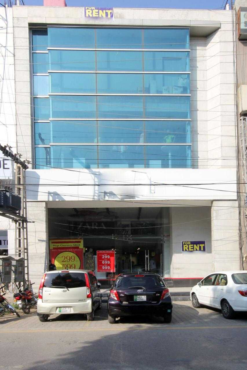 8 Marla Full Plaza with Lift for Rent in Phase 3