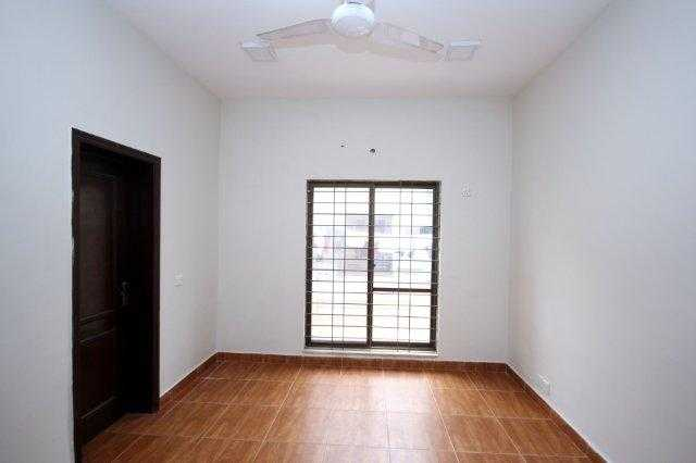10 Marla Beautiful House for Rent in Phase Raya DHA