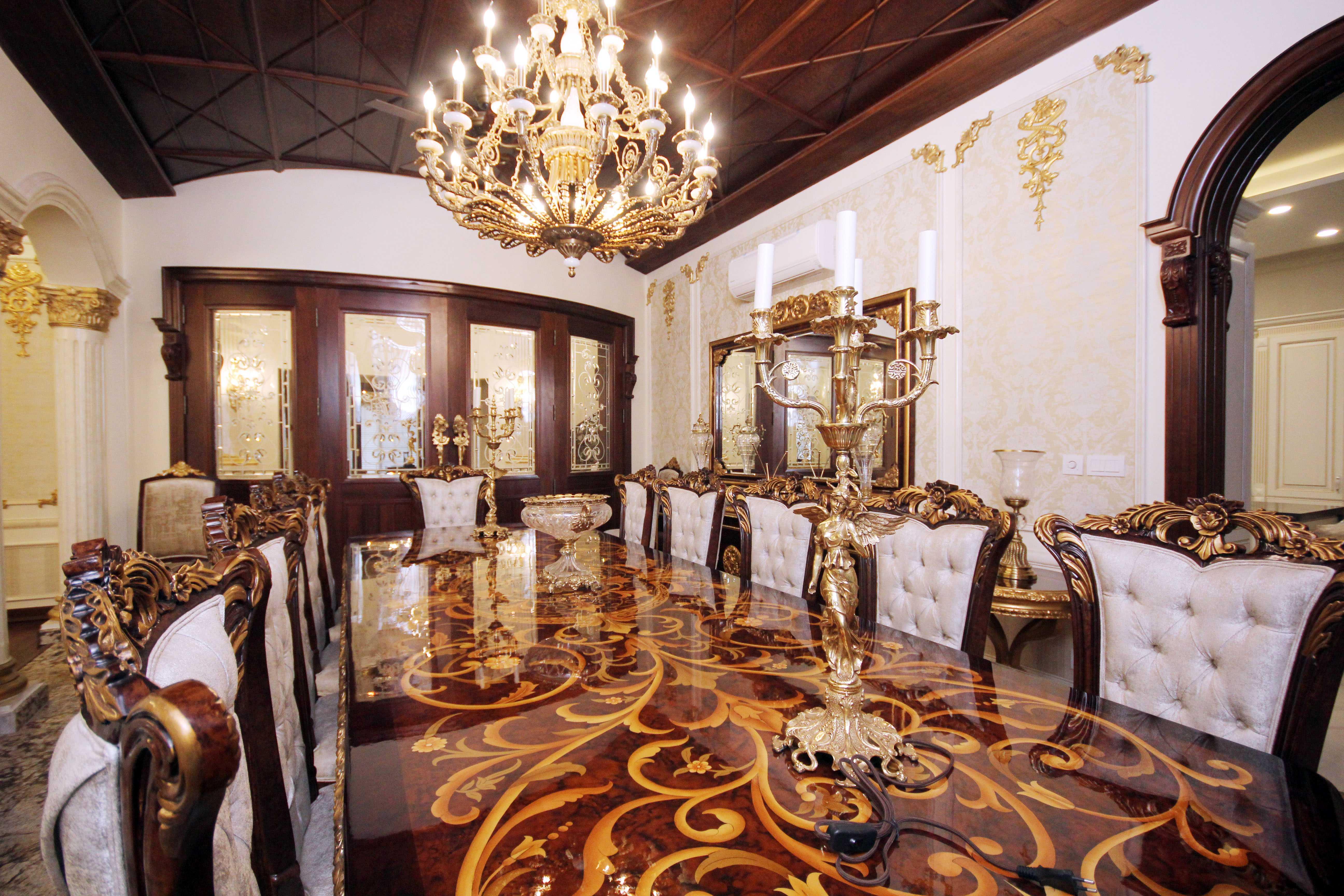 4 Kanal Elegant Spanish Bungalow
