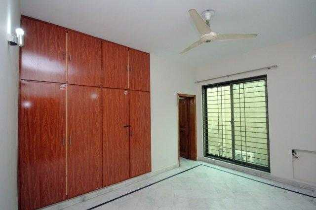 1 kanal Double Unit House for Rent