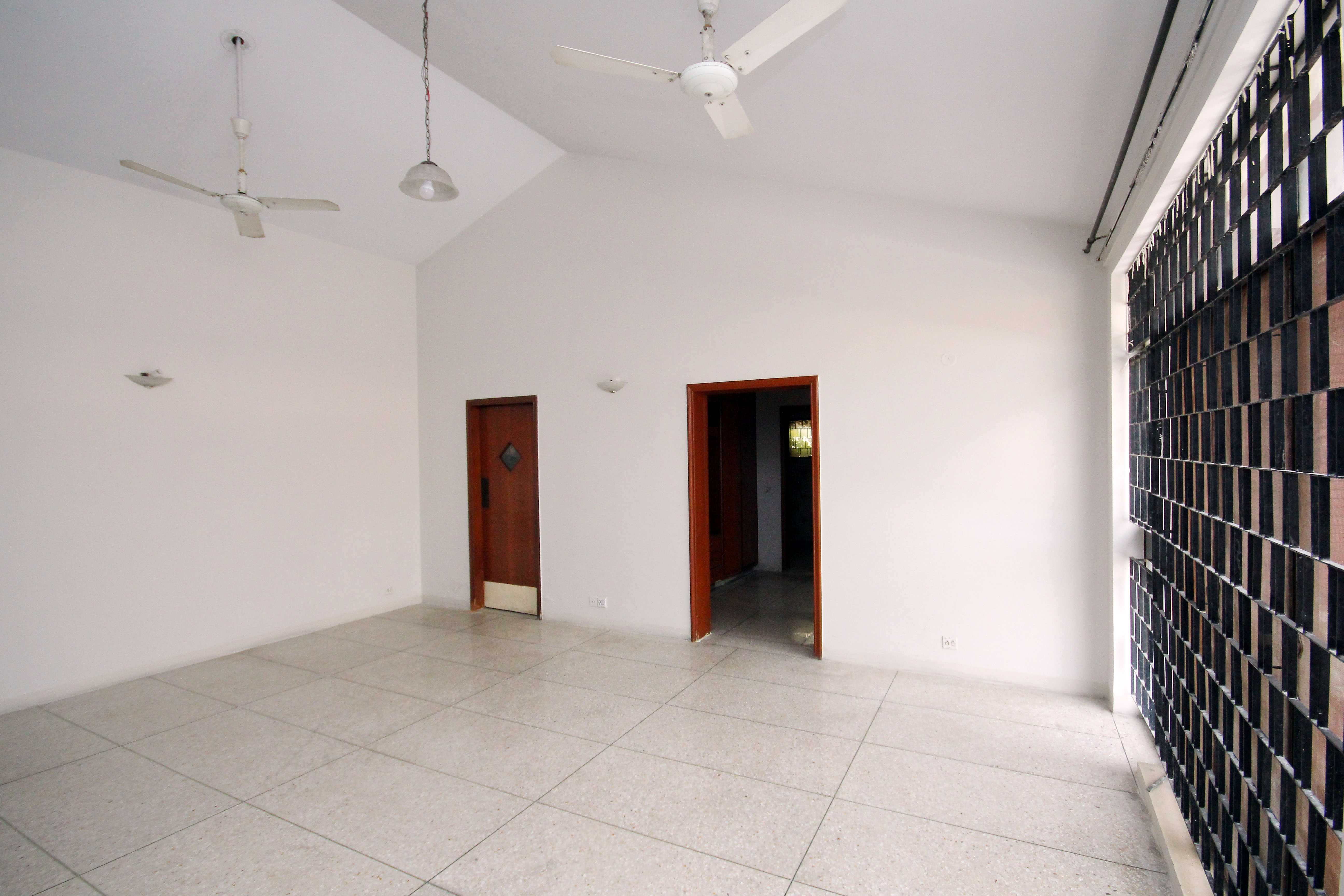 Chohan Offer 2 kanal Upper Portion Slightly Used on Very Reasonable Rent DHA Lahore