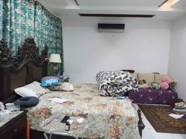1 Kanal Full House Almost Brand New with AC and Cotton with Basement, for Rent in Phase 6