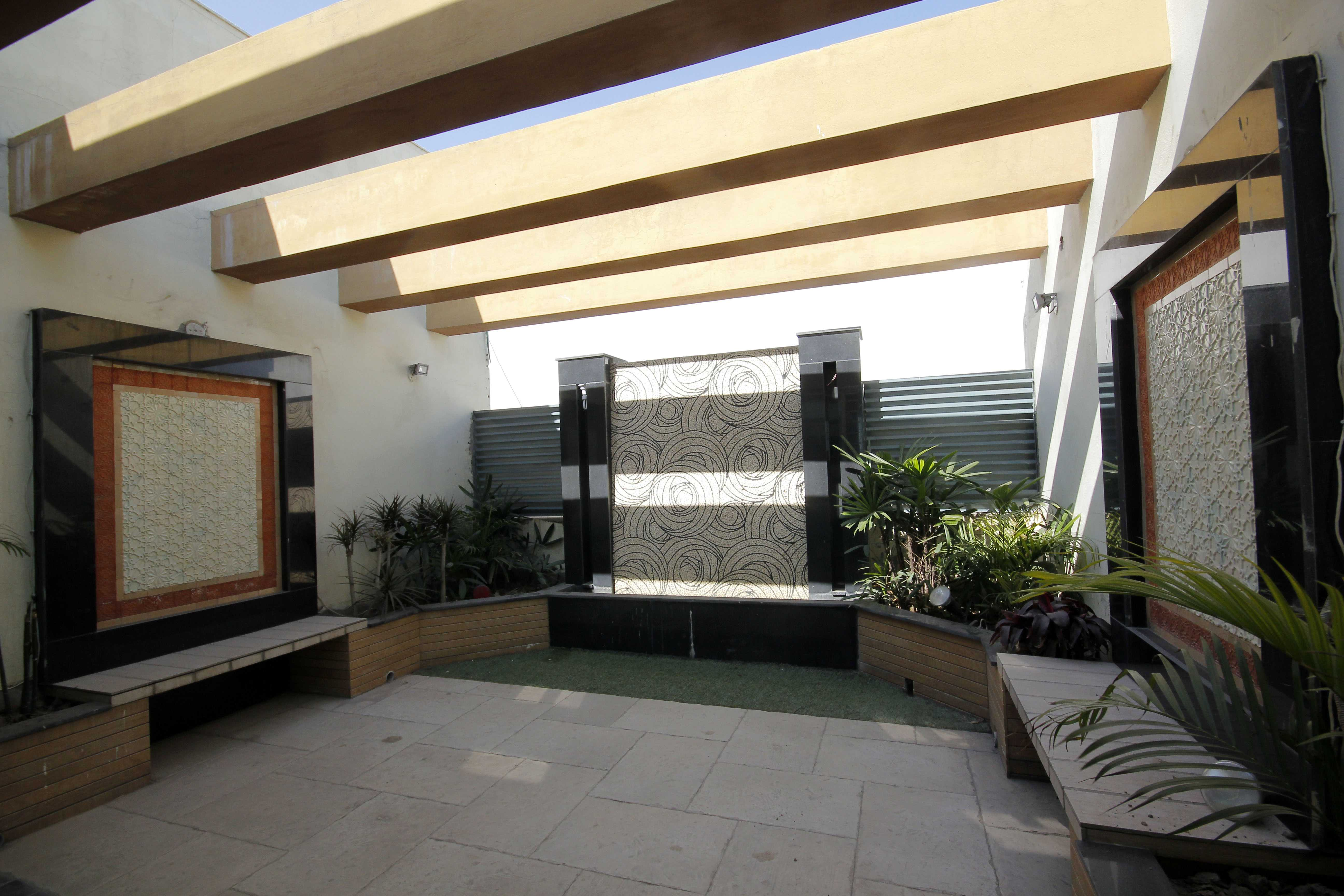 Chohan Offer 1 Kanal Beautiful slightly used Upper portion For Rent Phase 6