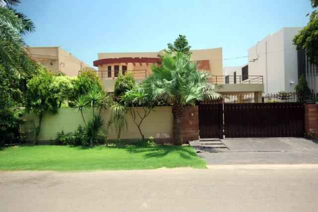 1 kanal house For Rent in Phase 4 DHA.