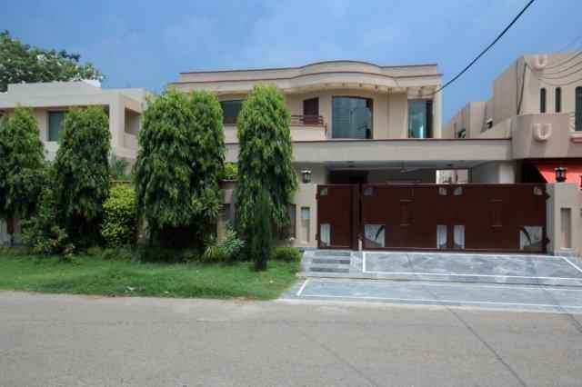 1 kanal  Lower Portion for Rent In Phase 4 DHA,