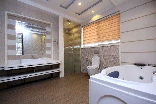 1 kanal Stylish Bungalow for Rent in Phase V DHA