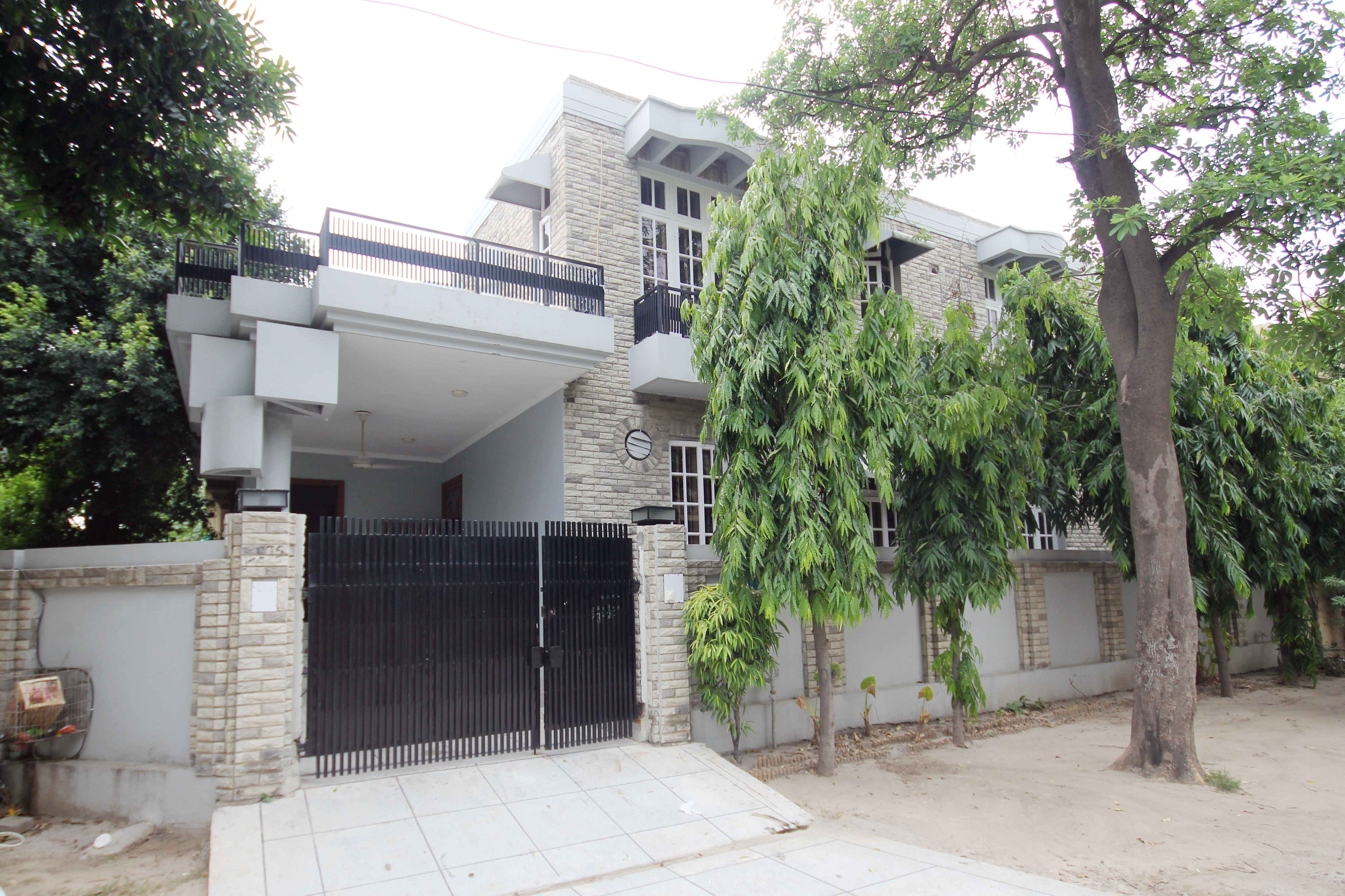 10 Marla FULL HOUSE WITH Basement for Rent in Phase 3