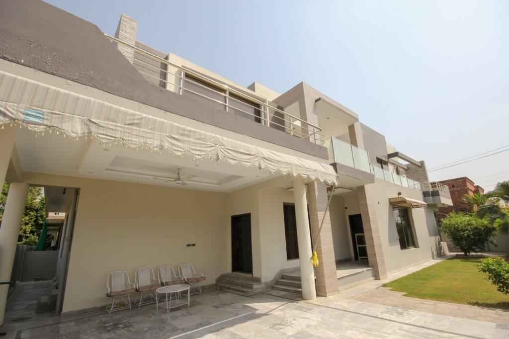 1 Kanal Double Unit 6 Beds House in Phase 1