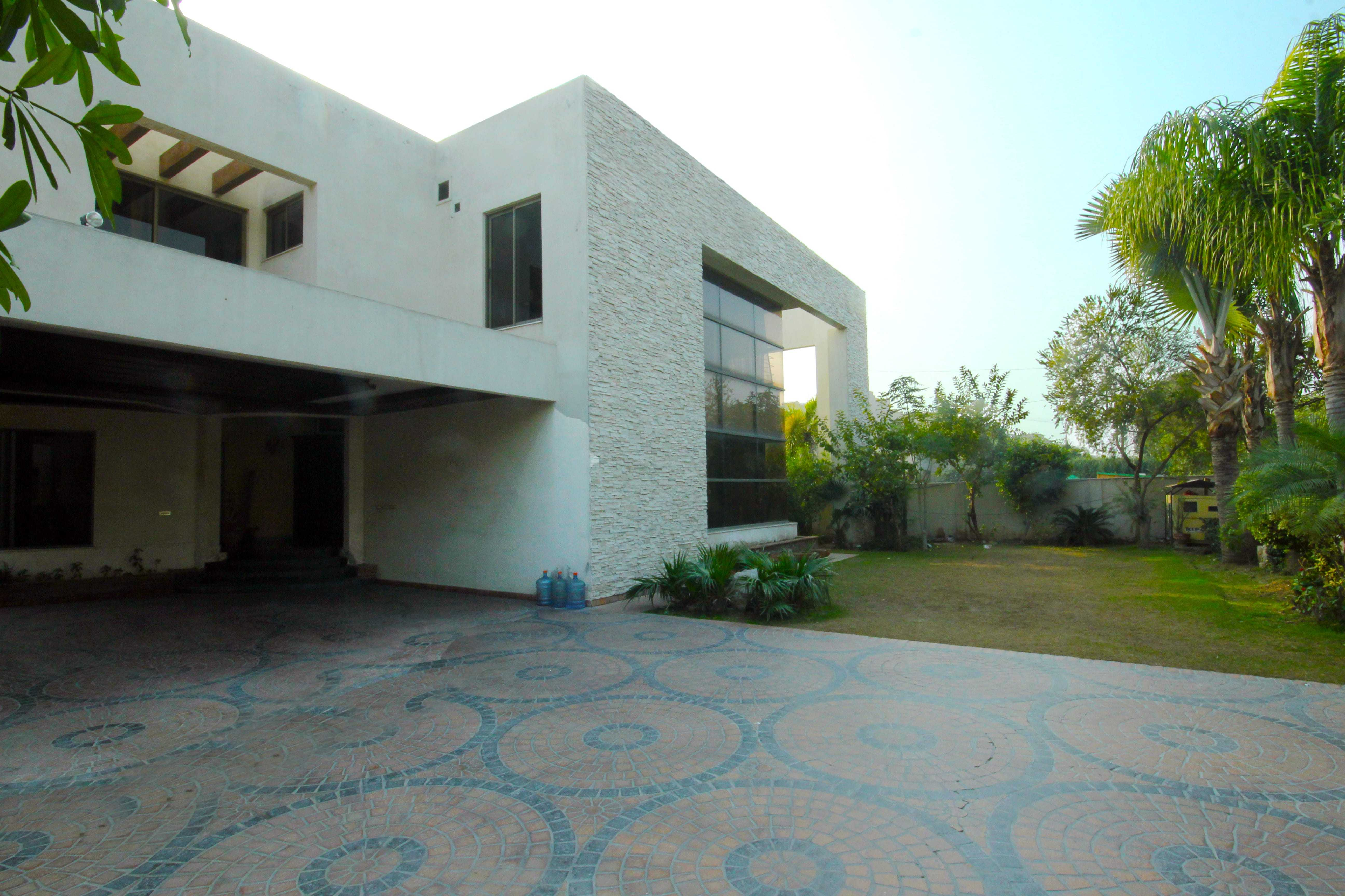 2 KANAL, Self-Constructed Well Maintained Bungalow SUI NORTHERN HOUSING SOCIETY Lahore