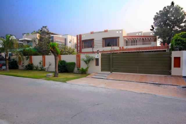 2 kanal Beautiful Bungalow for Rent in Phase 3 DHA