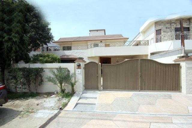 1 Kanal Double Unit House with A.c for Rent in Phase 3