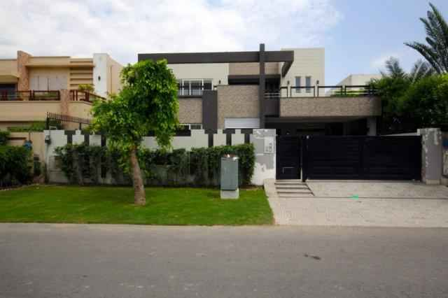 1 Kanal House 7 beds Basement for Rent in phase 5 DHA