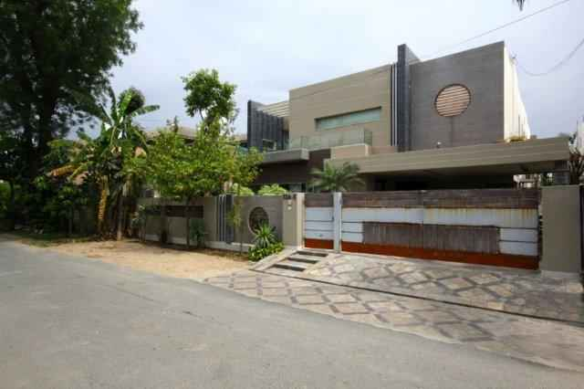 1 kanal Stylish House For Rent with ACs in Phase 2 DHA