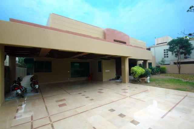2 kanal Beautiful Bungalow with Swimming Pool for Rent in Phase 2 DHA