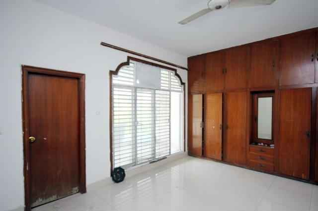 1 Kanal Upper Portion with Separate Gate for Rent