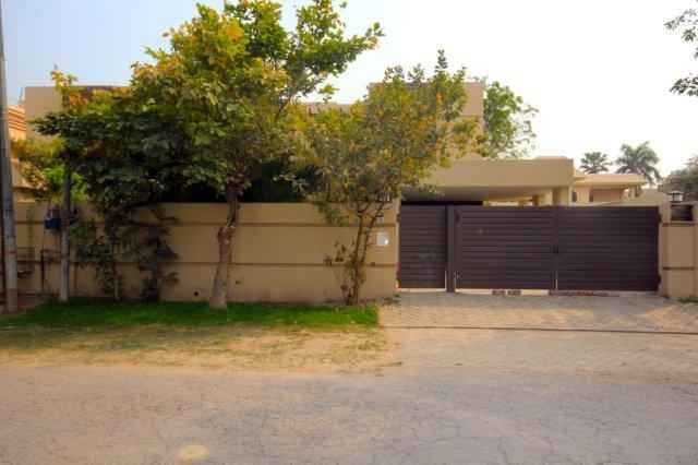 1 kanal Beautiful House near McDonald for Rent in Phase 3 DHA
