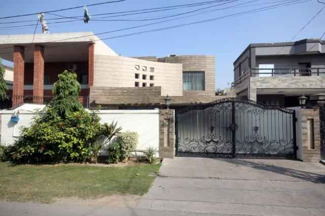 1 kanal Beautiful Furnished House In Phase 2 DHA