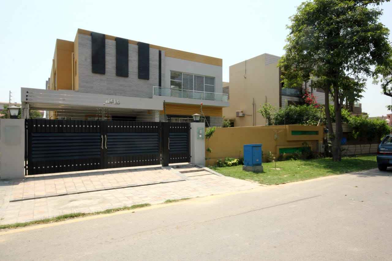 1 kanal Stylish House for Rent in Phase 8 DHA
