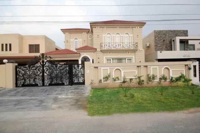 1 kanal Stylish Bungalow for Rent In Phase 3 DHA