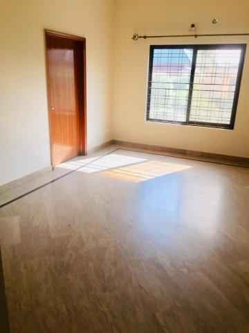 1 Kanal Upper Portion with Separate Gate for Rent in Phase 1