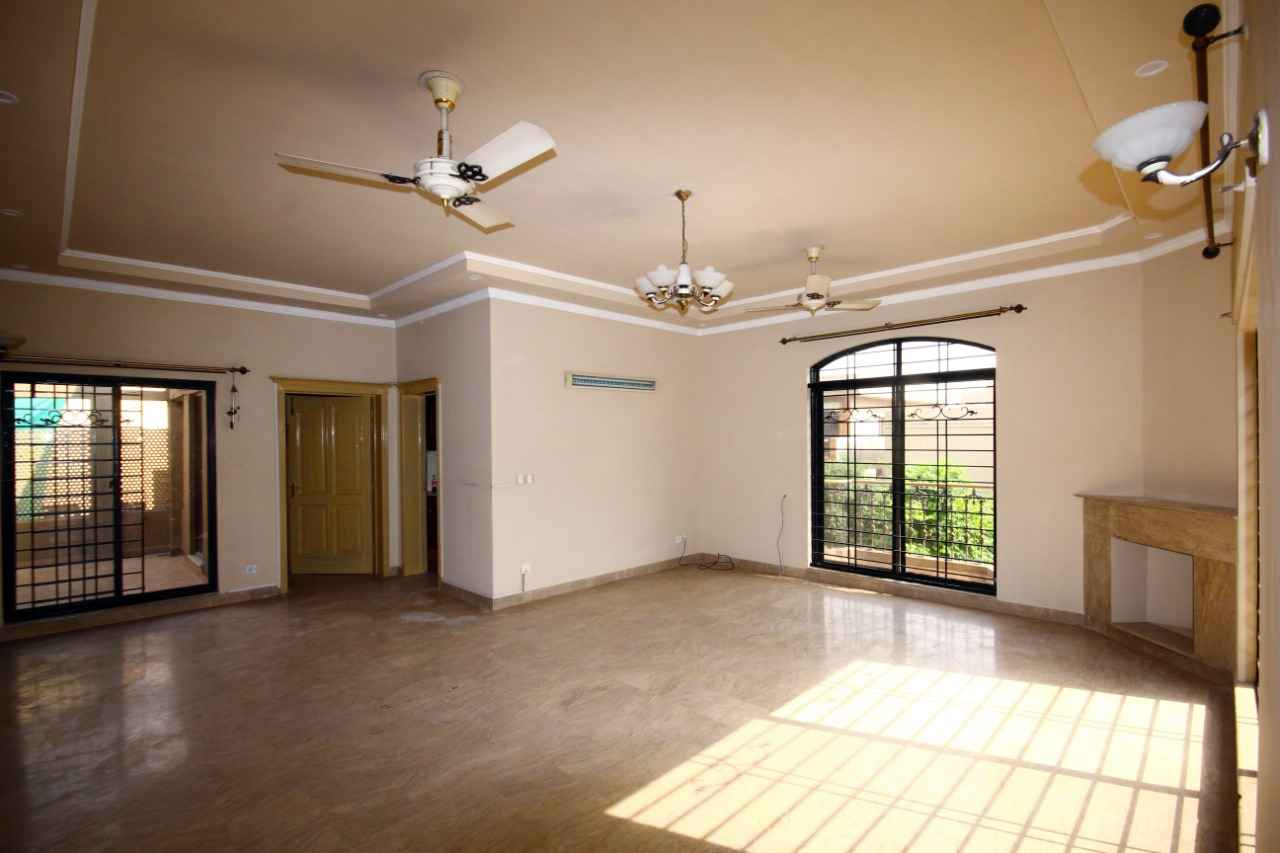 1 Kanal Upper Portion with Separate Gate for Rent in Phase 2