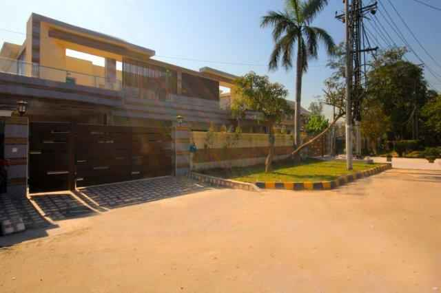 2 kanal Beautiful Bungalow for Rent in Phase 2 DHA