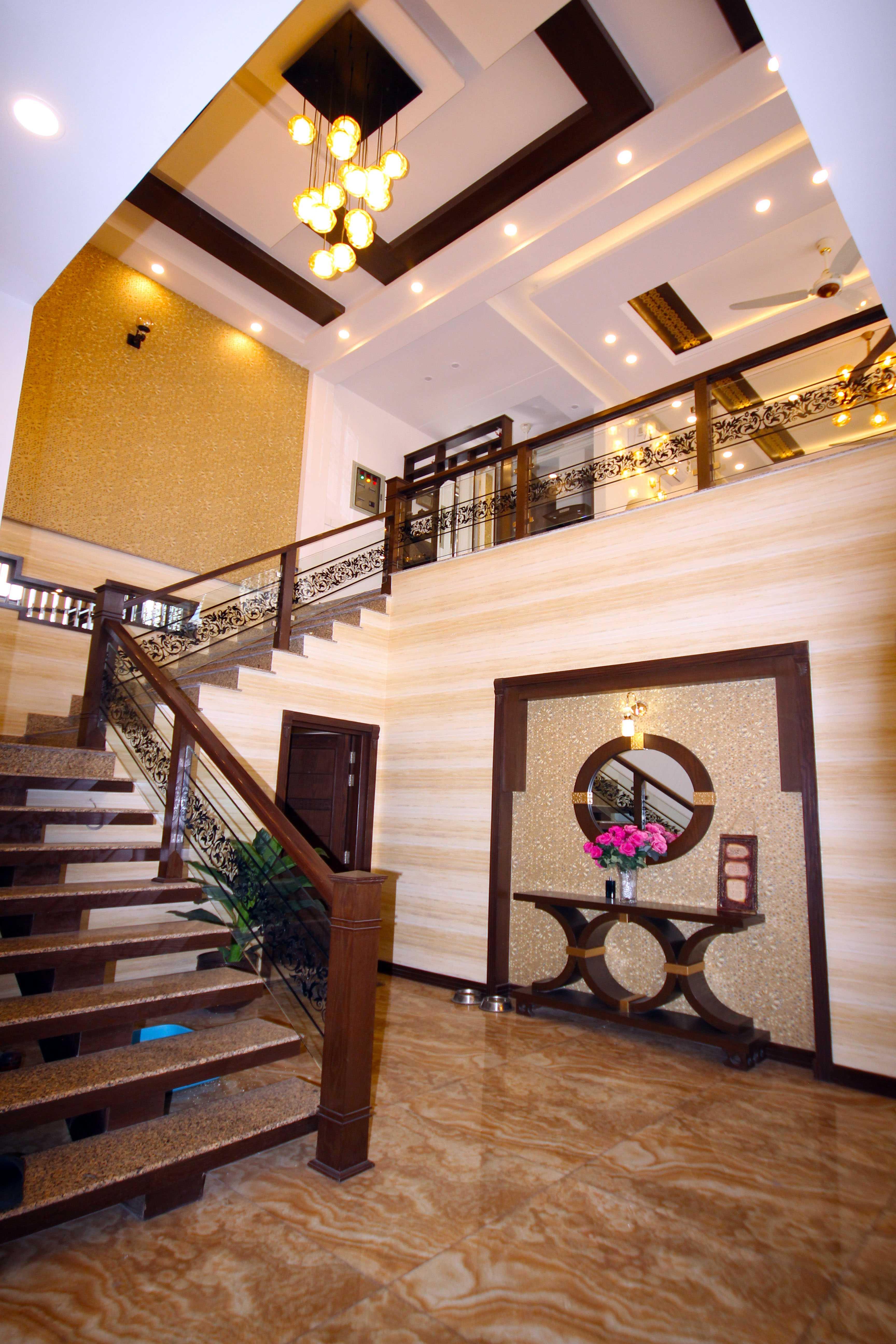 Kanal Luxurious Bungalow Phase 6