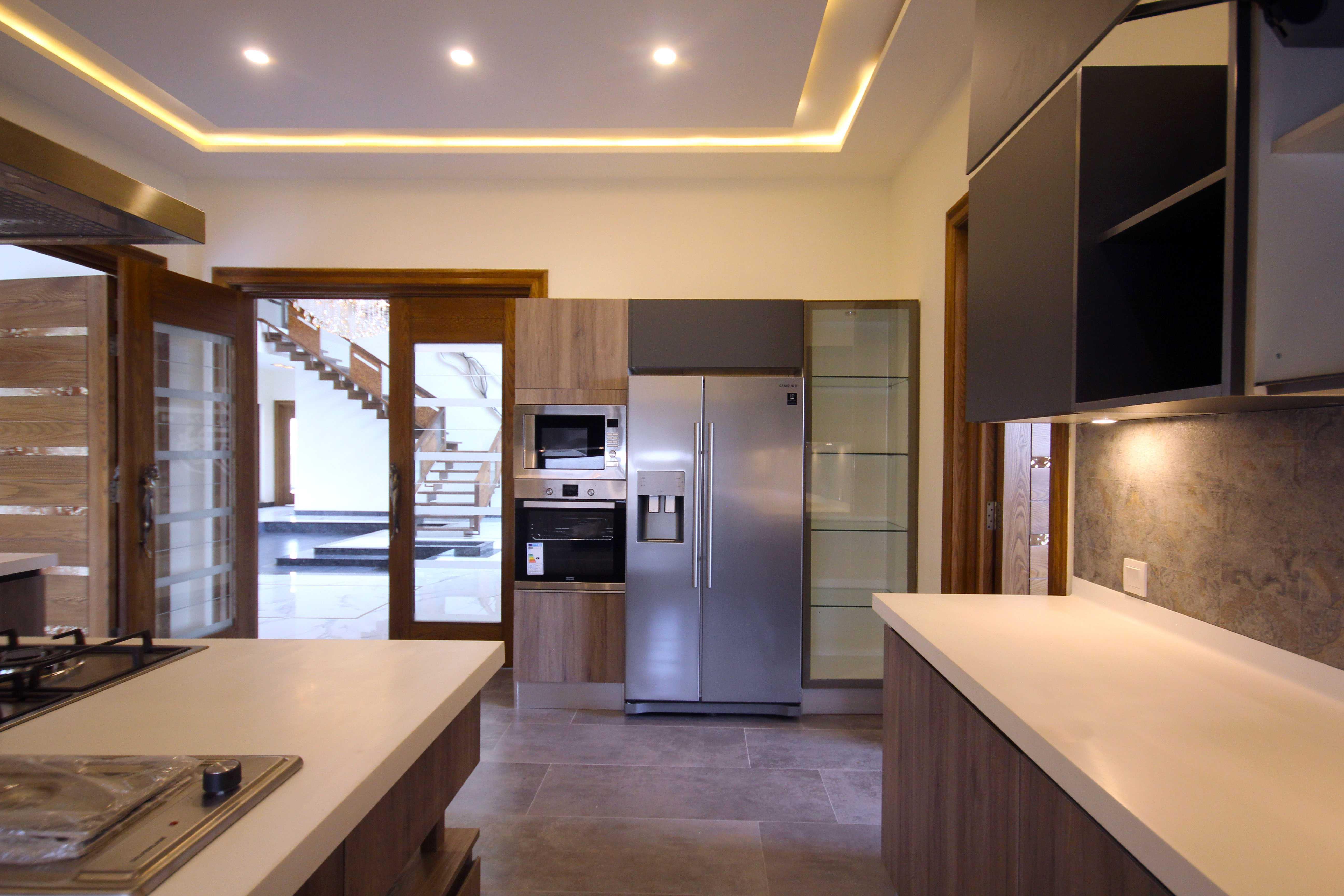 2 kanal lavish bungalow with full basement phase 6