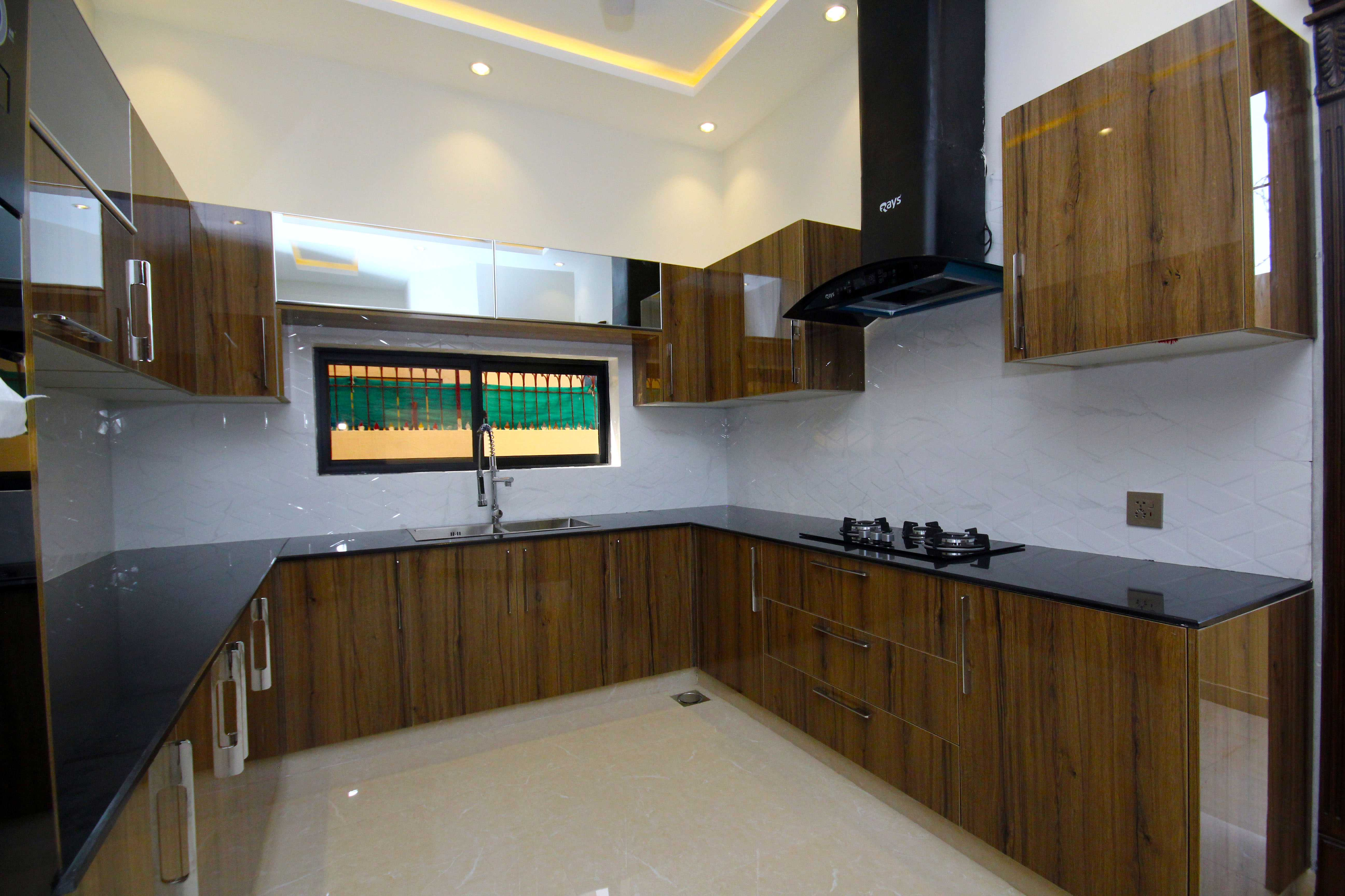 10 Marla Superb Luxurious Bungalow DHA