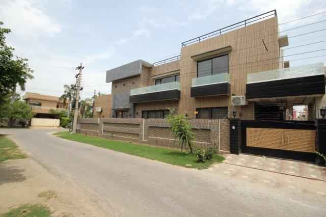 1 Kanal Full House Brand New with Separate Gate for Rent in Phase 3