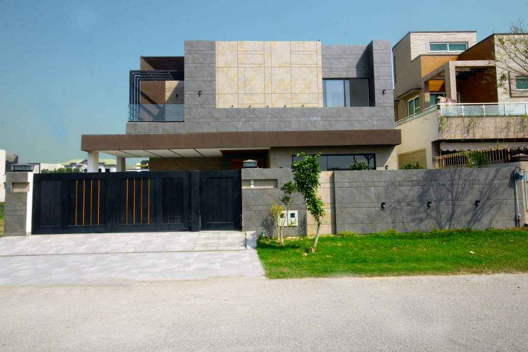 1 kanal Stylish House for Rent in Phase 4 DHA.